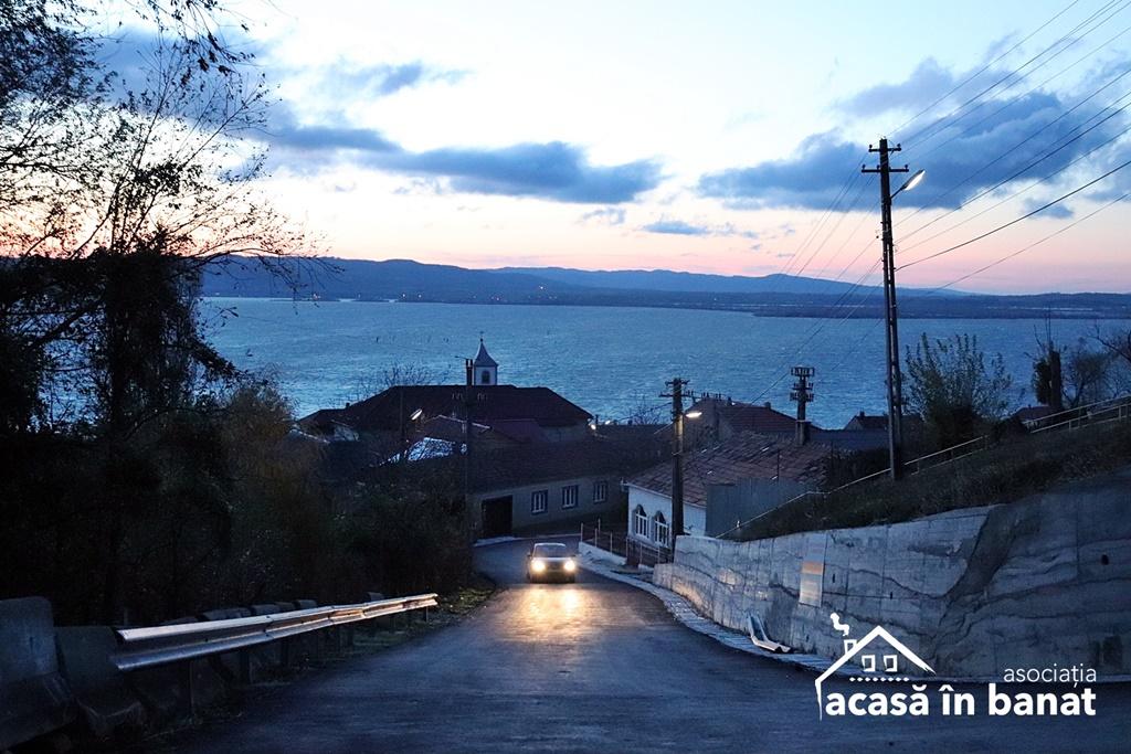 Vedere spre Dunăre de la Moara Tănasie Raica din Coronini